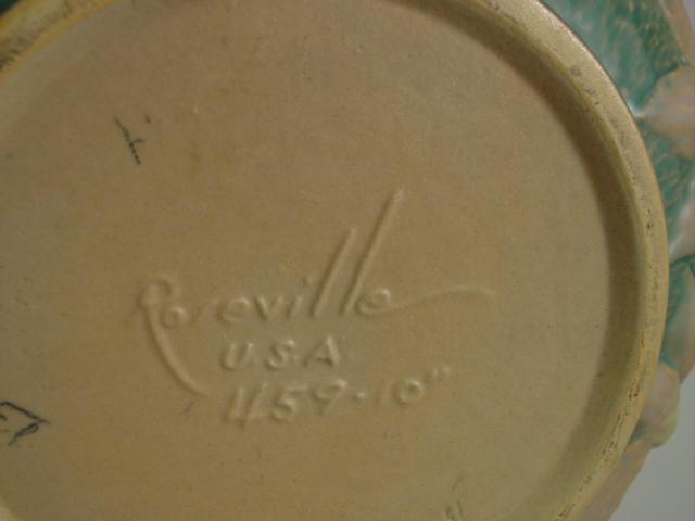 Roseville 11in center bowl w handles mark